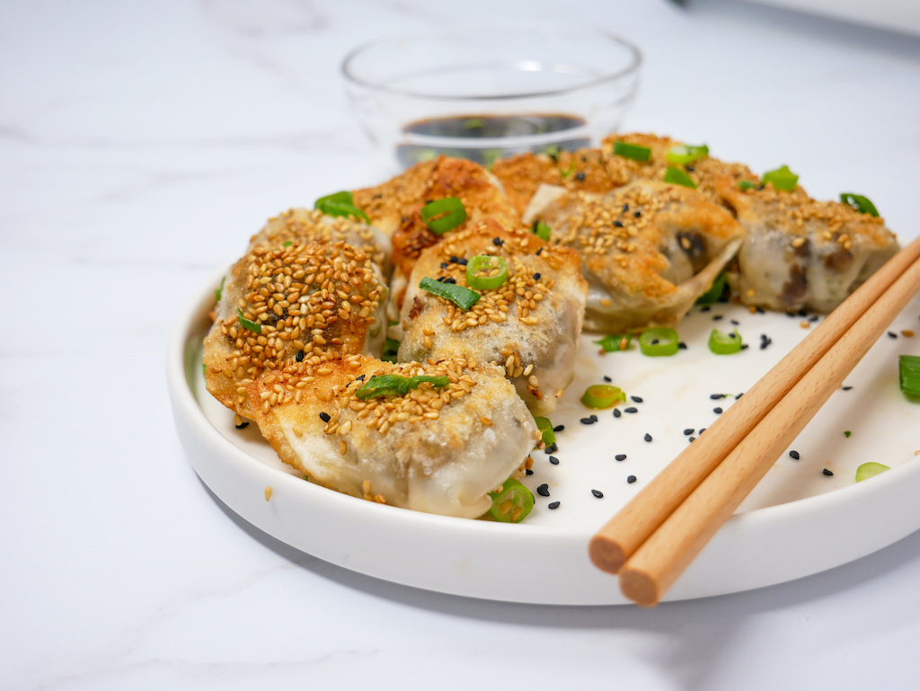 Mushroom Green Bean Dumplings (Vegan + Vegetarian!)