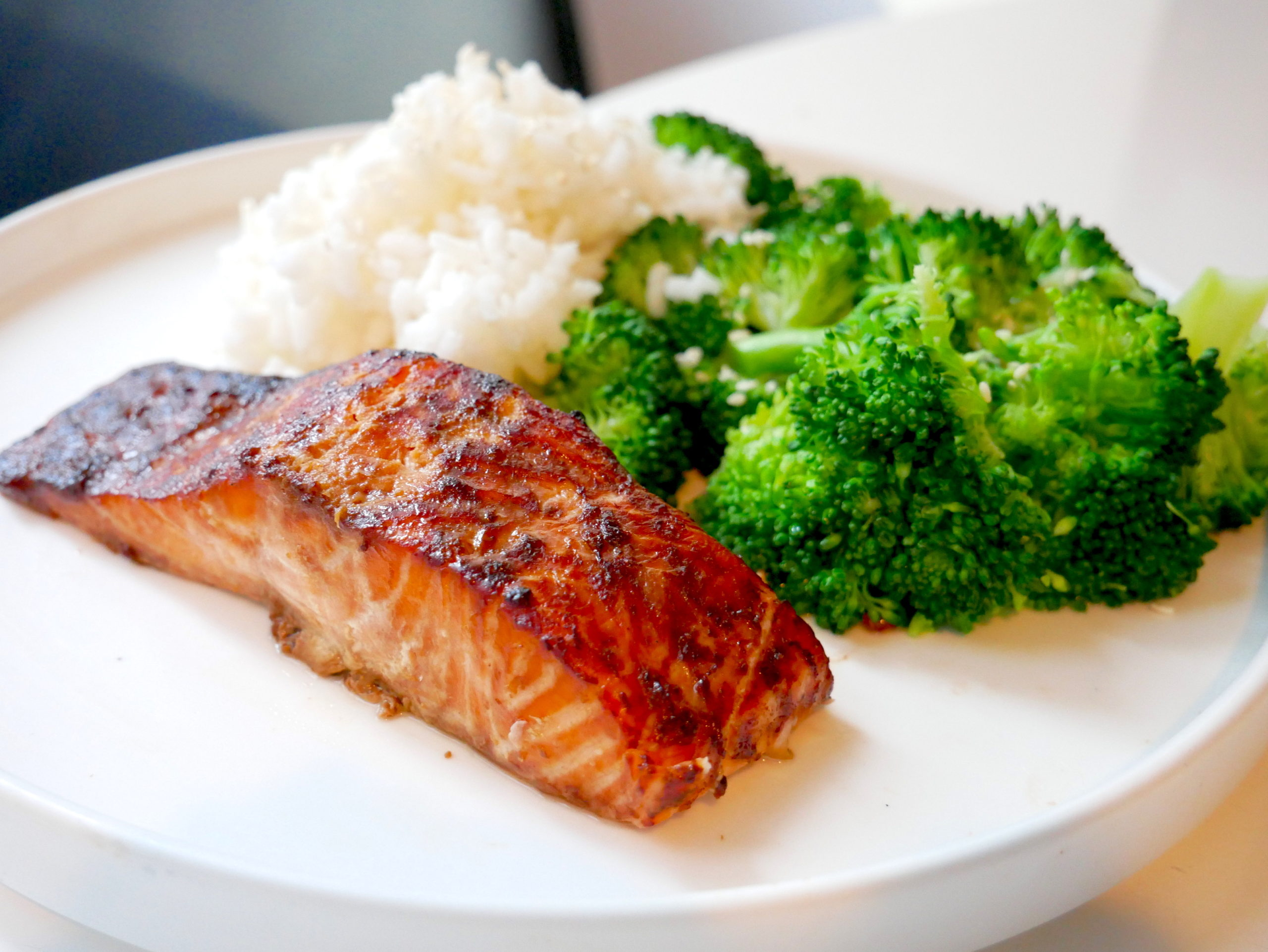soy salmon recipe with rice and broccoli