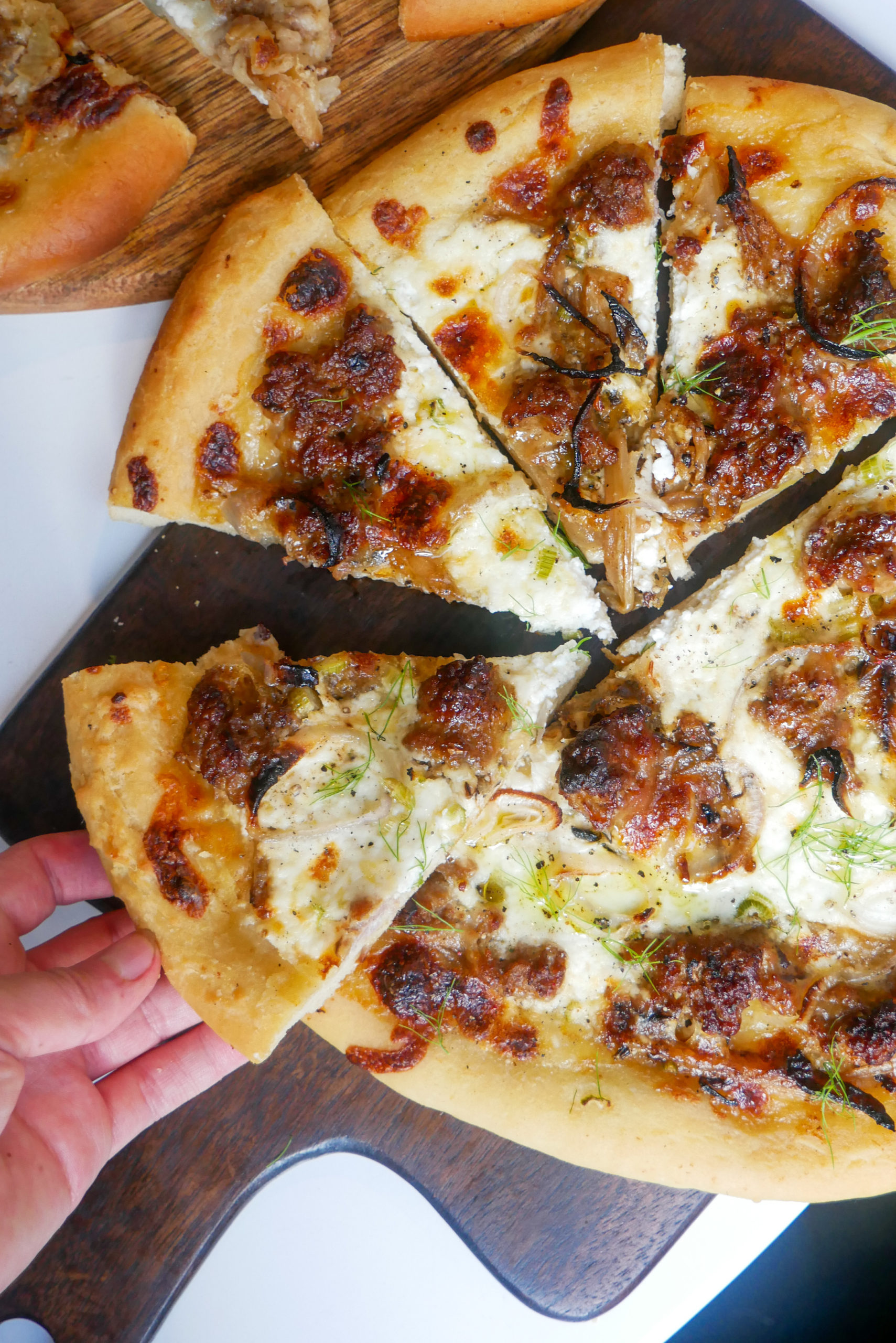 fennel sausage white pizza
