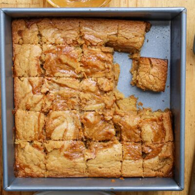 a tin of dulce de leche blondies