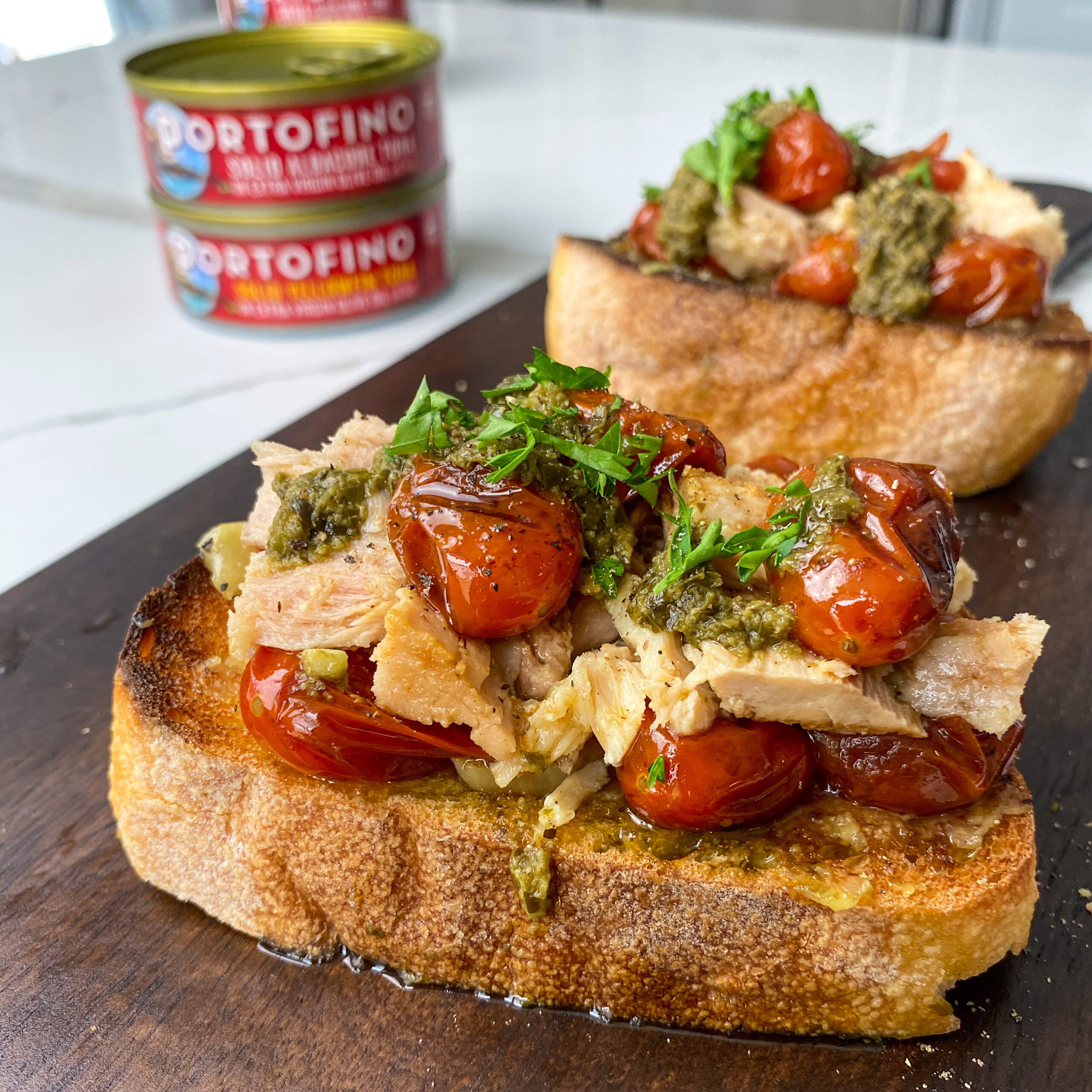 garlic tomato tuna toast