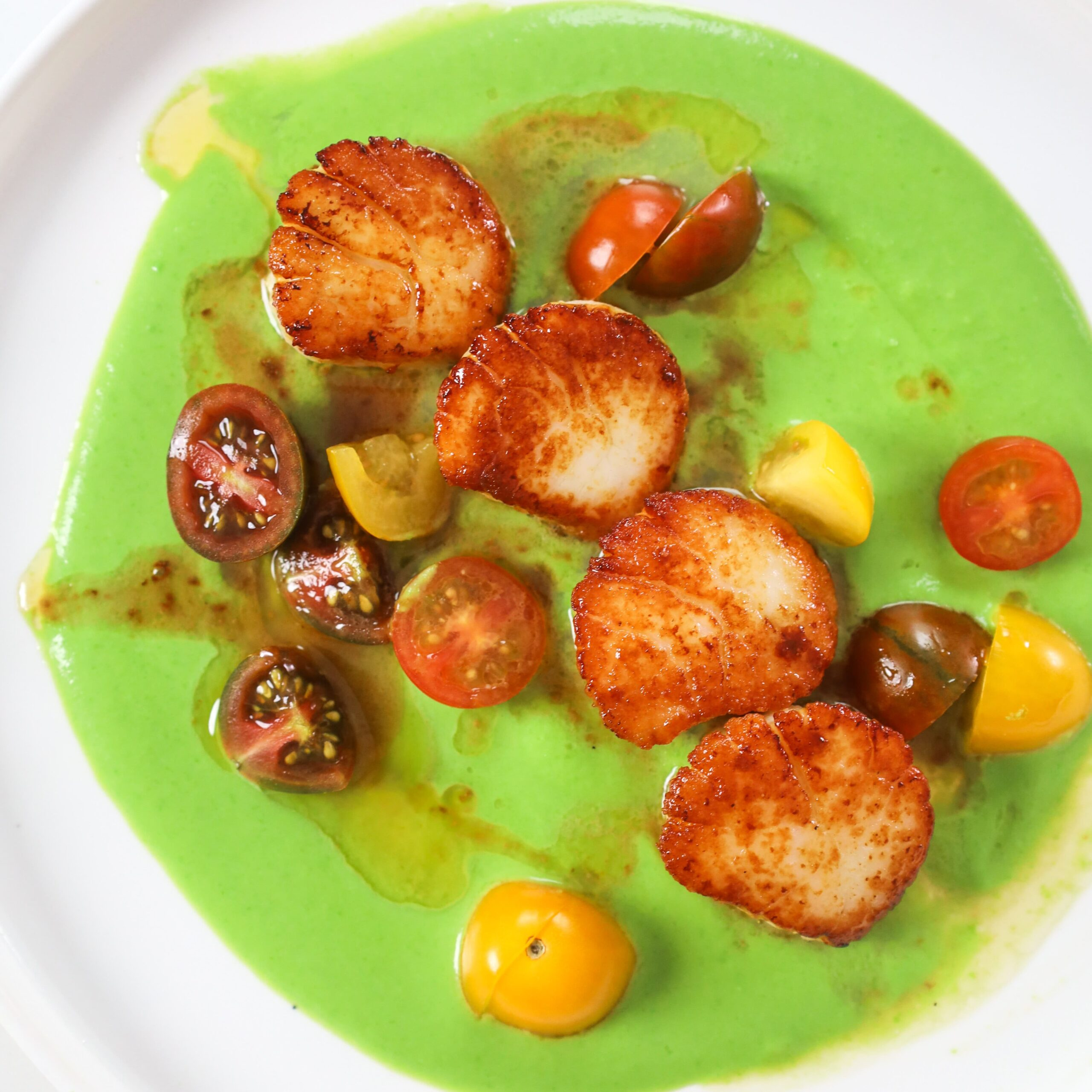 Seared Scallops with Sweet Pea Purée and Cherry Tomatoes